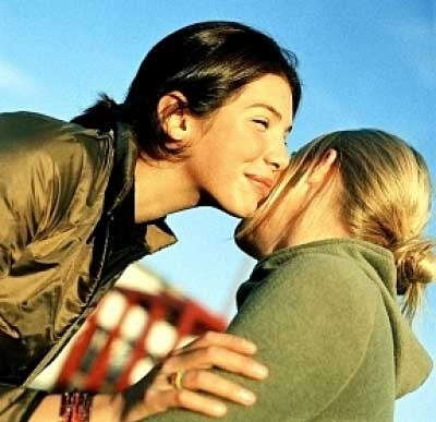 Diversas formas saludar en el mundo existe pero con un beso es el más típico.