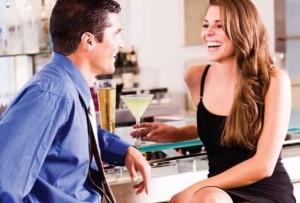 Dentro de los tipos de comunicacion está la verbal, tal y como se muestra en la foto, la charla de una pareja.
